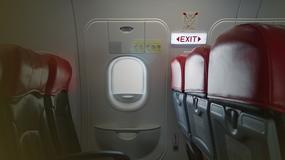 Pasażerka skazana za otwarcie wyjścia awaryjnego w samolocie