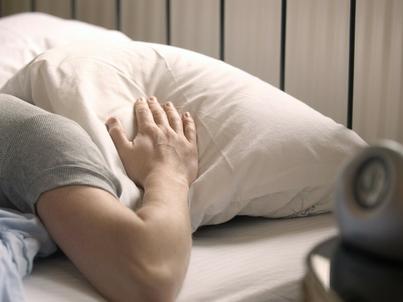 7 rzeczy, których nie powinieneś robić tuż po przebudzeniu