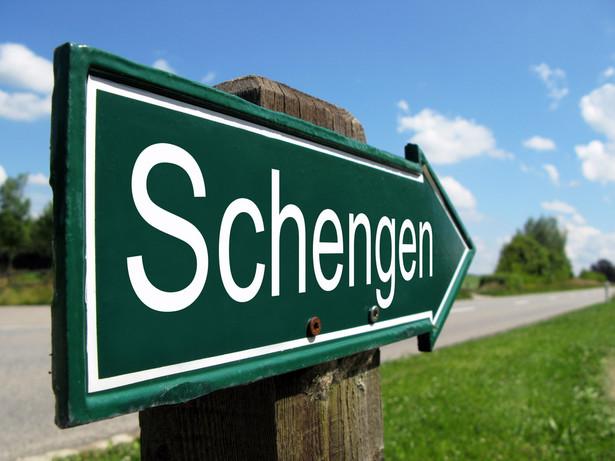 Wystawienie narodowej wizy niemieckiej dla osoby objętej zakazem wjazdu do strefy Schengen wymagało zgody niemieckich służb specjalnych.