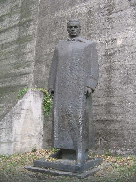 Spomenik Josipu Brozu 26 godina se nalazi u kompleksu Muzeja