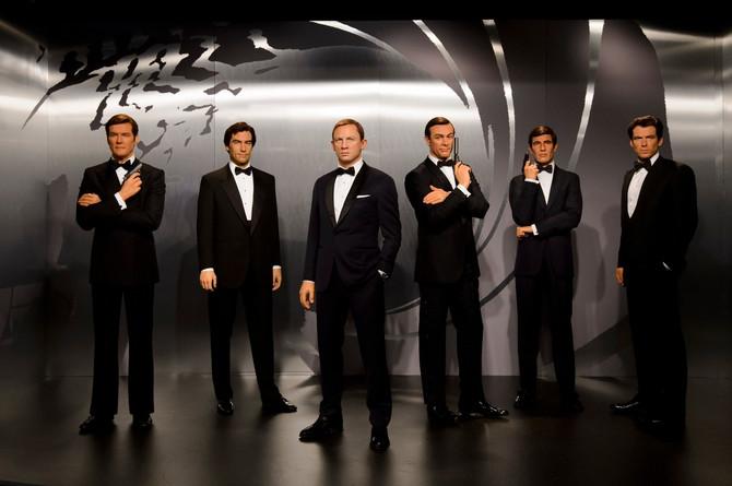 Glumci koji su igrali Džejmsa Bonda kao voštane figure: Mur, Dalton, Krejg, Koneri, Lejzbeni i Brosnan