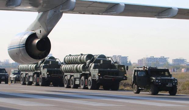 Deklarowane możliwości systemu przeciwlotniczego S-400 Triumf są imponujące. Pytanie, jak teoria ma się do praktyki?