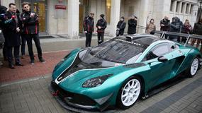 Wicepremier Morawiecki podziwiał pierwsze polskie auto wyścigowe