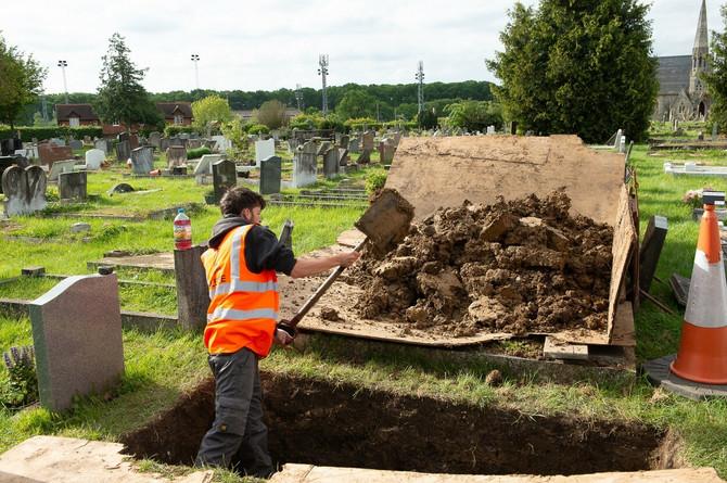 Neke zemlje organizuju masovne sahrane, druge teško da su uopšte pogođene