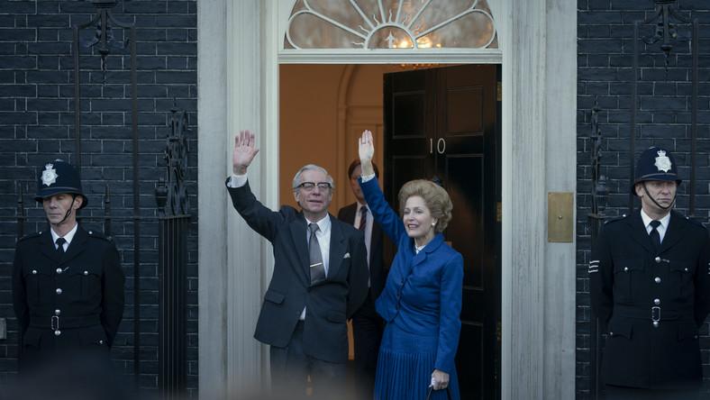 Dennis Thatcher (STEPHEN BOXER) i Margaret Thatcher (GILLIAN ANDERSON)