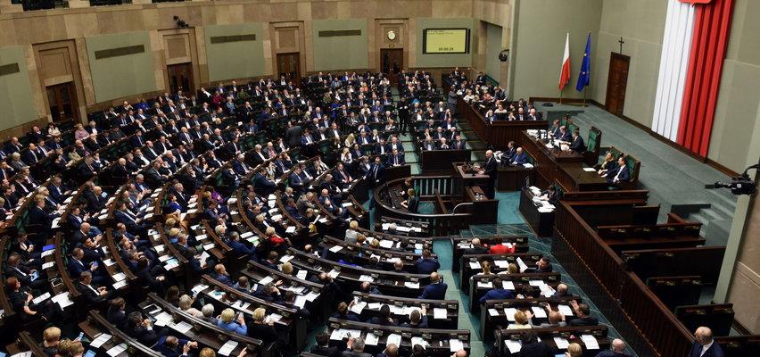 1,2 mln zł rocznie na utrzymanie jednego posła! To nie żart. Mamy budżet Kancelarii Sejmu na 2022 r.