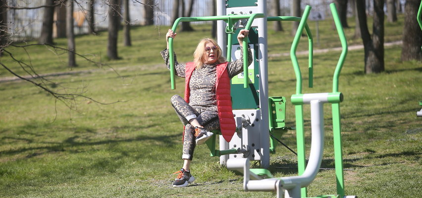 Tak Majka Jeżowska dba o siebie. Przyłapaliśmy ją na treningu w parku [FOTO]
