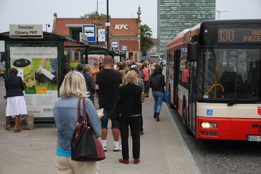 Przystanki przy dworcu w Gdańsku