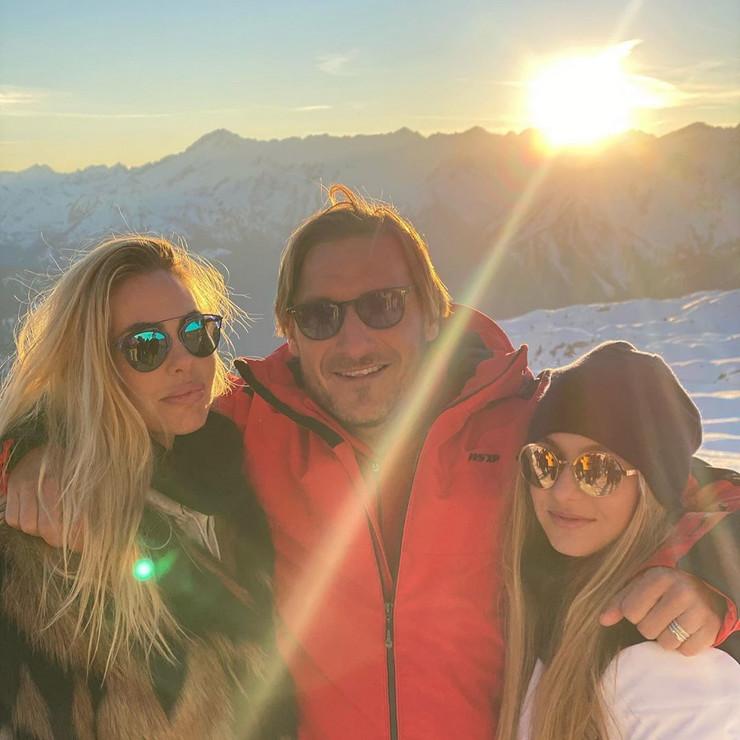 Toti sa suprugom i ćerkom