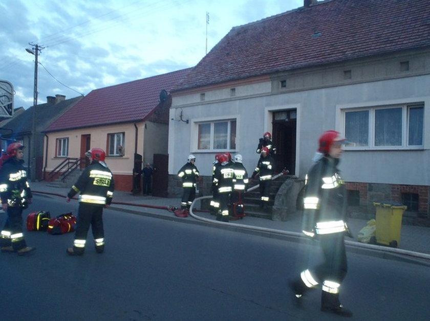 Spłonęło poddasze budynku. Lokator zginął od niedopałka