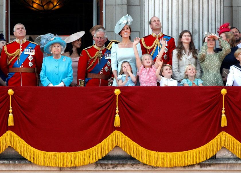 Konflikt między księżną Meghan a królową? Niespodziewany gest Elżbiety II