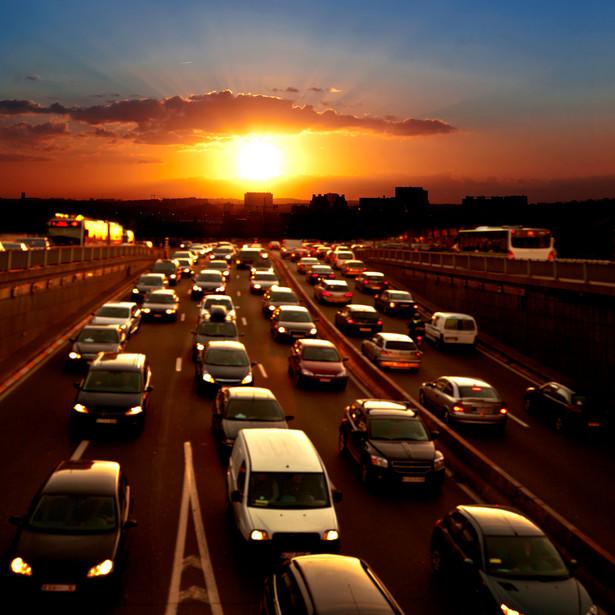 Warto zauważyć, że dochodzenie roszczeń w drodze indywidualnej jest ekonomicznie nieopłacalne (zazwyczaj wykupiony bilet za przejazd autostradą jest niższy niż opłata sądowa).