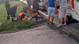 Motorowerzysta wbił się w autobus