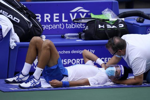 Novak Đoković na masaži tokom polufinalnog dvoboja sa Agutom u Njujorku