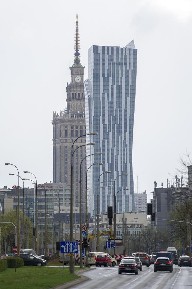 6. Apartamentowiec Złota 44 to jeden z najwyższych budynków mieszkalnych nie tylko w Polsce, lecz także w Unii Europejskiej. Jego wysokość toi 192 m.