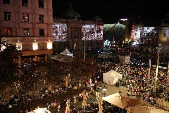 Veliki broj ljudi okupio se na večerašnjem koncertu