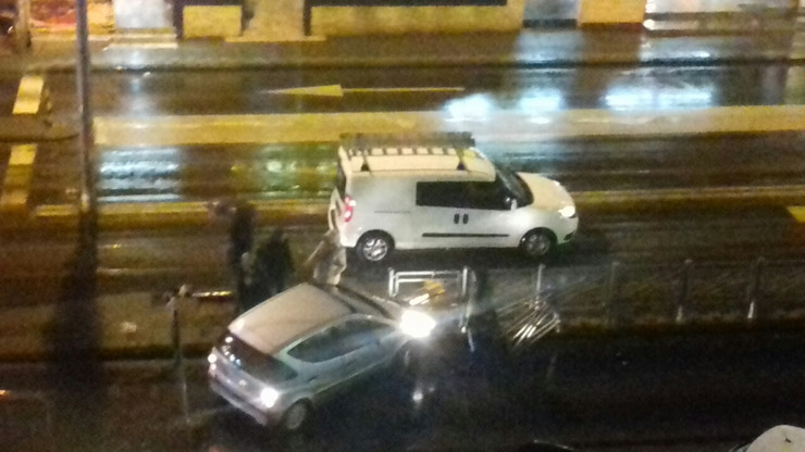 Automobilom se zakucao u ogradu u Vojvode Stepe