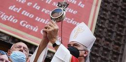 """Neapol. Dokonał się """"cud św. Januarego"""". Na oczach wiernych jego krew znowu stała się płynna"""