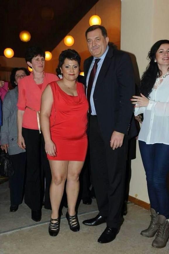 Sporna fotografija: Dragana Gligić sa predsednikom Dodikom