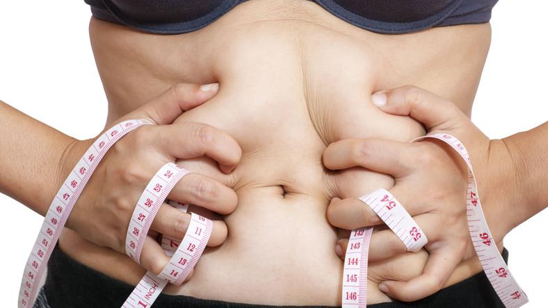 Wystarczy, że przeholowałeś z ilością soli w potrawach albo piłeś za mało wody, by twoje nerki zastrajkowały i spowodowały zatrzymanie wody w organizmie. Nic dziwnego, że masz obrzęki na nogach i wzdęty brzuch. Możesz to zmienić, stosując odpowiednią dietę, bogatą w produkty moczopędne