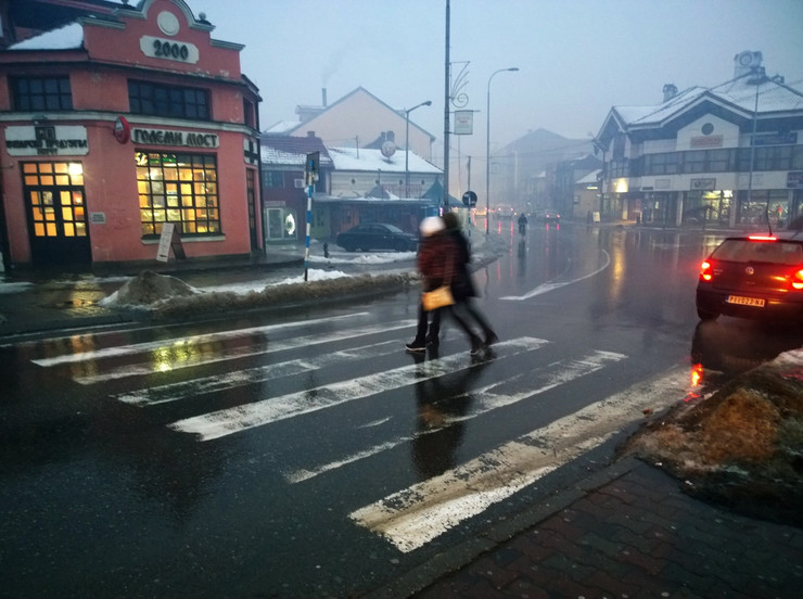 Ledena kiša opasna i za pešake