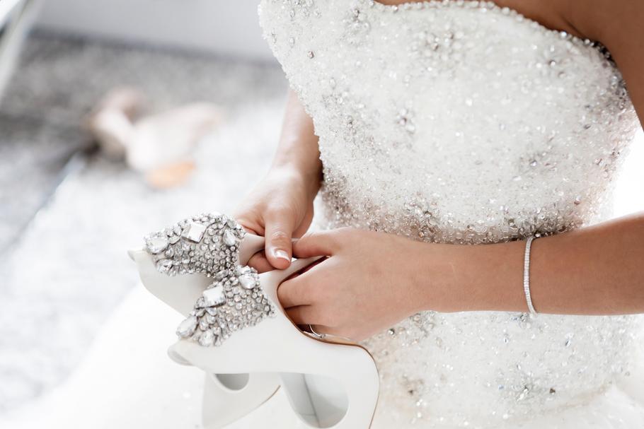 f241899175 Dodatki do sukni ślubnej  moda i trendy dla panny młodej - Styl ...