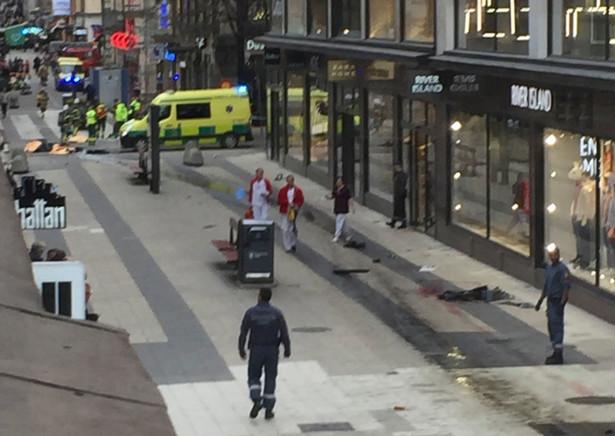 Ciężarówka wjechała w tłum w centrum Sztokholmu