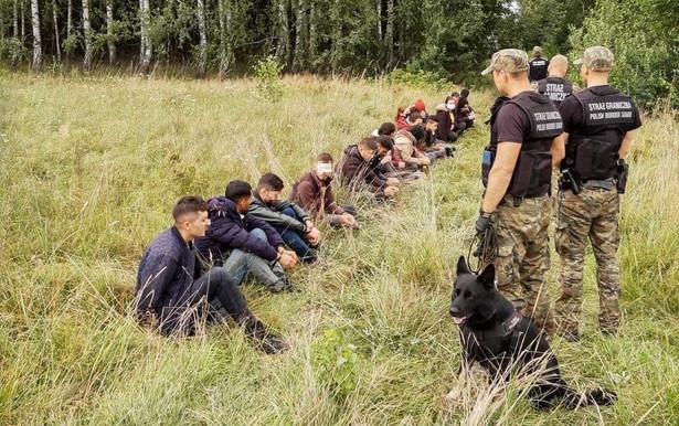 Falę migracyjną wykorzystuje reżim Alaksandra Łukaszenki do walki z Unią