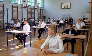 Rozpoczął się egzamin ósmoklasisty z języka obcego. Obowiązuje reżim sanitarny