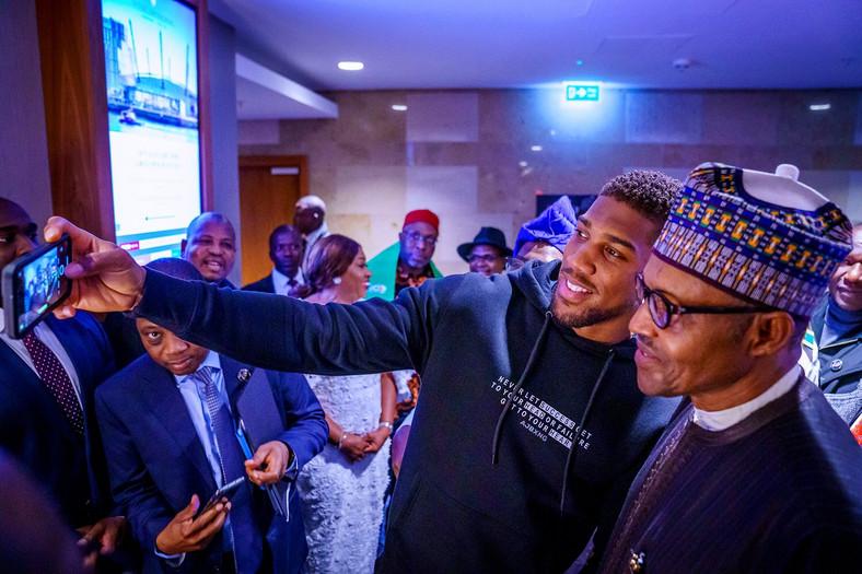 Anthony Joshua and Muhammadu Buhari (Office of the President of Nigeria)