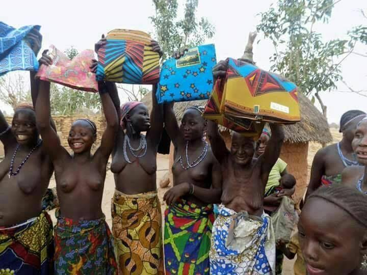 The kambari people receiving clothes [Linda Ikeji's Blog]