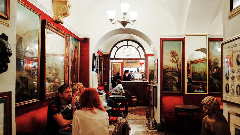 Wnętrze kawiarni Caffe Greco