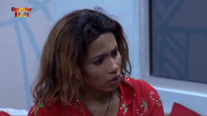 Mercy  lit up the 4th Saturday Night Party when she broke an Oppo phone. (Twitter/BBNaija)