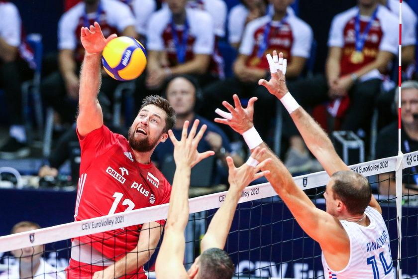 Wygrana po zaciętym tie-breaku z Serbami, czyli najtrudniejszym rywalem grupowym, powinna podbudować morale Polaków.