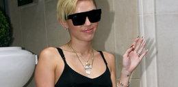Tandetna Miley. Obwiesiła się logo Chanel!