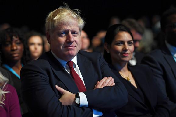 Boris Džonson i Priti Patel