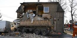 Straszny wypadek w Piławie Dolnej. To nie koniec koszmaru. Mieszkańcy dalej drżą o życie