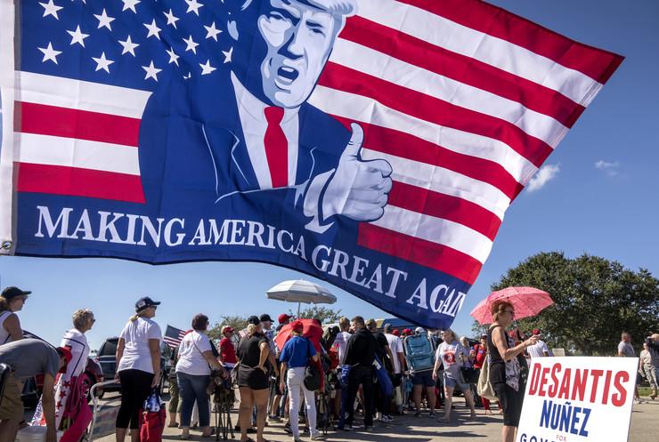 Skup Trampovih pristalica u Fort Majersu na Floridi krajem 2018.