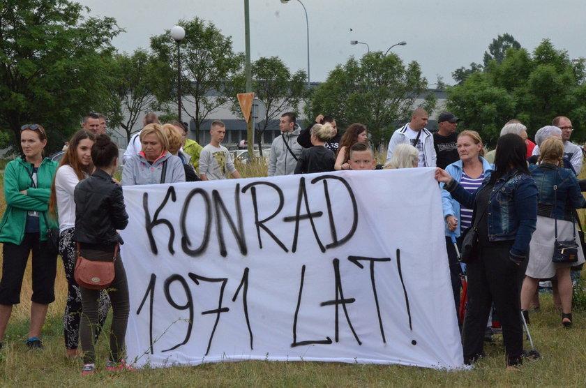 W urodziny Konrada przed szpitalem odbył się protest