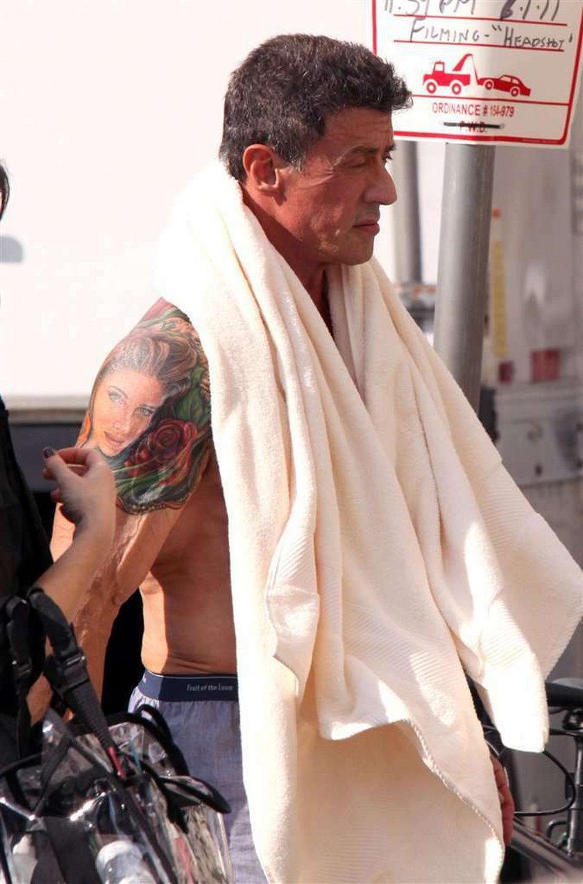 Gwiazdor Hollywood z ogromnym tatuażem na plecach!