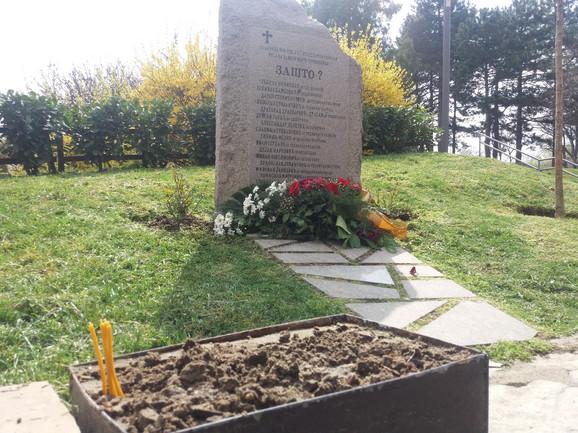 Spomenik u Tašmajdanskom parku