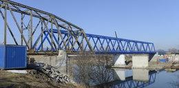 Kolejarze postawią most do lipca