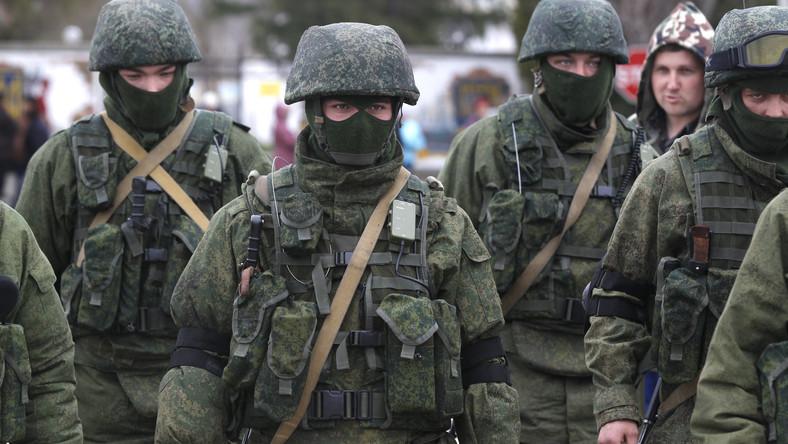Kilkuset rosyjskich żołnierzy wjechało do bazy wojskowej na Krymie