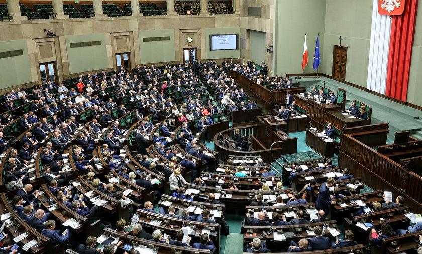 PiS mógłby rządzić samodzielnie. Nowoczesna w Sejmie