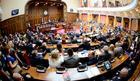 VEĆE PENZIJE I PLATE U JAVNOM SEKTORU Usvojen budžet za 2018. godinu, produžena zabrana zapošljavanja