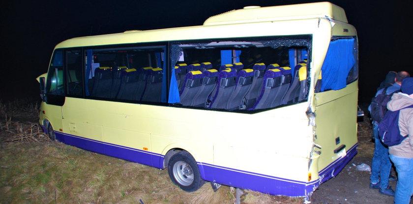 Poważny wypadek pod Oświęcimiem. Ciężarówka uderzyła w busa wiozącego górników