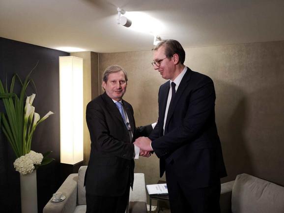 Johanes Han i Aleksandar Vučić u Davosu