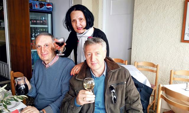 Kumovi na okupu: Slobodan i Marija Mićič sa potpisnikom ovih redova