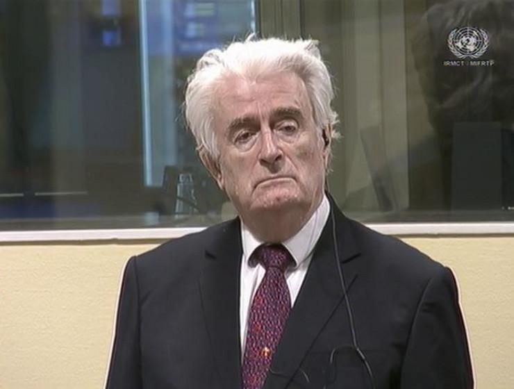 Radovan Karadžić doku mu je saopšteno da je osuđen na doživotnu kaznu zatvora