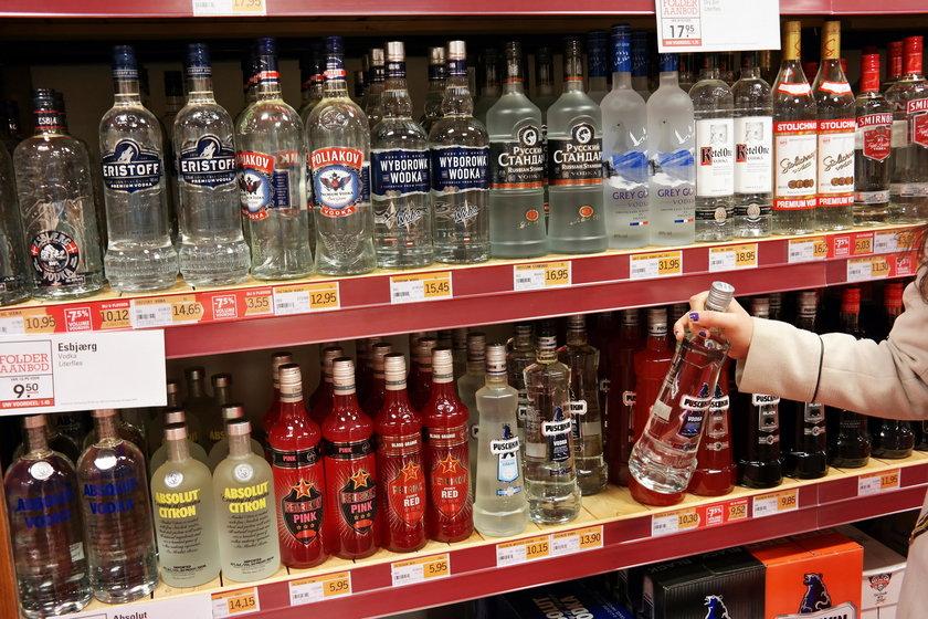Alkohol na półce sklepowej